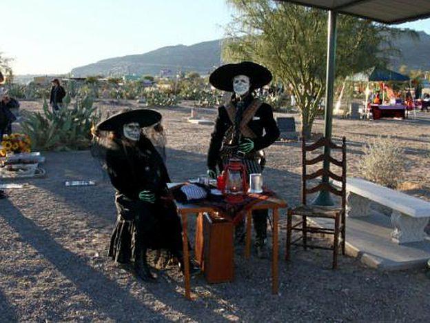 A couple celebrates Dia de los Muertos at the Concordia Cemetery. El Paso, TX
