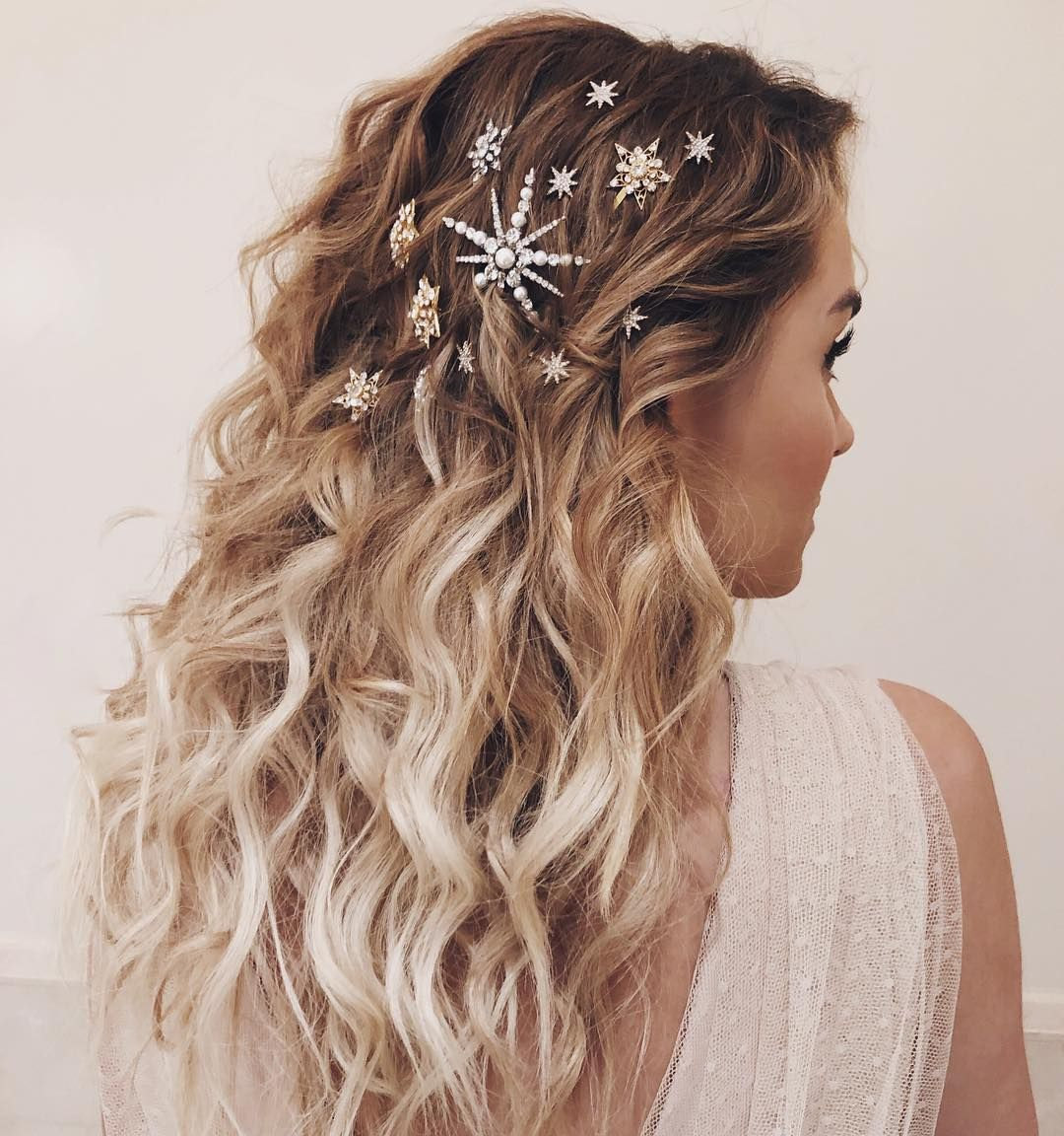 13 Easy Ways to Style Your Hair for Every Christmas Party This Year #holidayhair