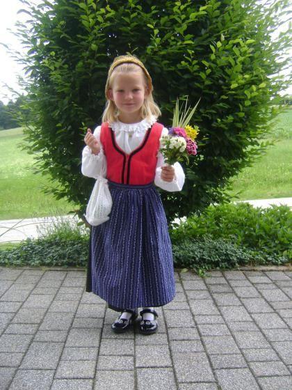 Sarah mit der Oberösterreicher-Tracht (Bild: Ehrengruber)