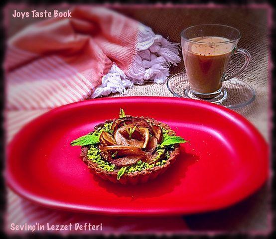 Kahvenin yanına #güllütart   #food #FoodandDrink #drink #coffe #sweetfood #drinks  #LezzetKüpü #Istanbul #Turkey #JoysTasteBook  #SevinçinLezzetDefteri #foodphotography  #Coffeetime #pie #Tart #healthyeating #yummy #like #instagram #SevinçYiğitArabacı #delicious #foodblog #foodblogger #kinoa #amaranth #Chia #SweetPie #EyeEm #pies — at Sevinç'in Dünyası in İstanbul, #TURKEY