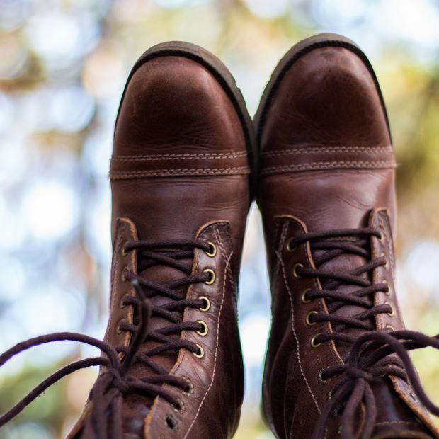 #elizandrareisfotografia #botas #marrom #paraoalto #aventureira #bosque #campingriovermelho #naturezalinda #conservacao #floripa