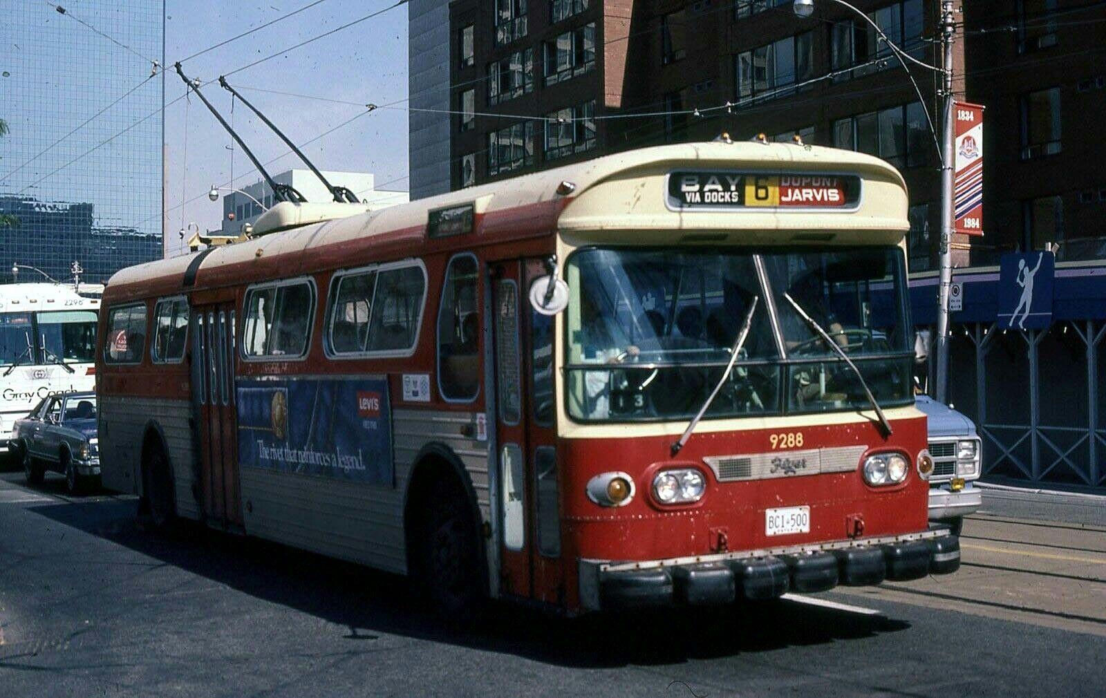 Ttc Toronto Flyer E700 Trolley Coach Bus Coach Toronto Ontario Canada Toronto Ontario