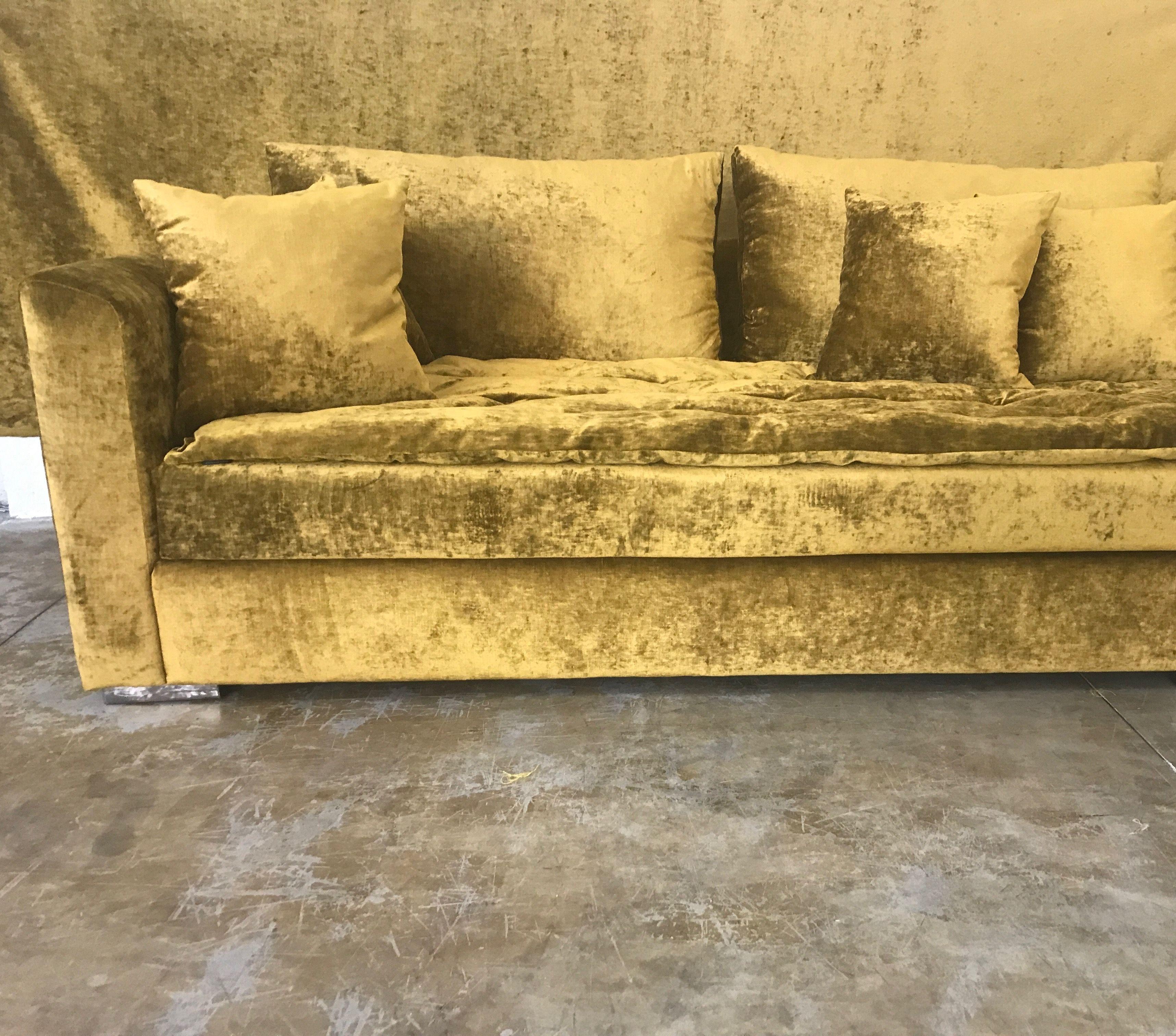 Canape Sur Mesure En Velours Lave Or Decoration Interieure Interieur Classique Canape