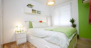 Dormitorio funcional, luminoso y alegre