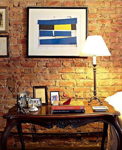 A mesa Dom José original foi herança dos pais do arquiteto de interiores e restaurador Luciano Cavalcanti de Albuquerque. Ela ganhou pitada de modernidade com a tela de Claudio Faciolli