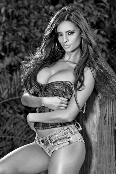 Nice boobs big cleavage natural