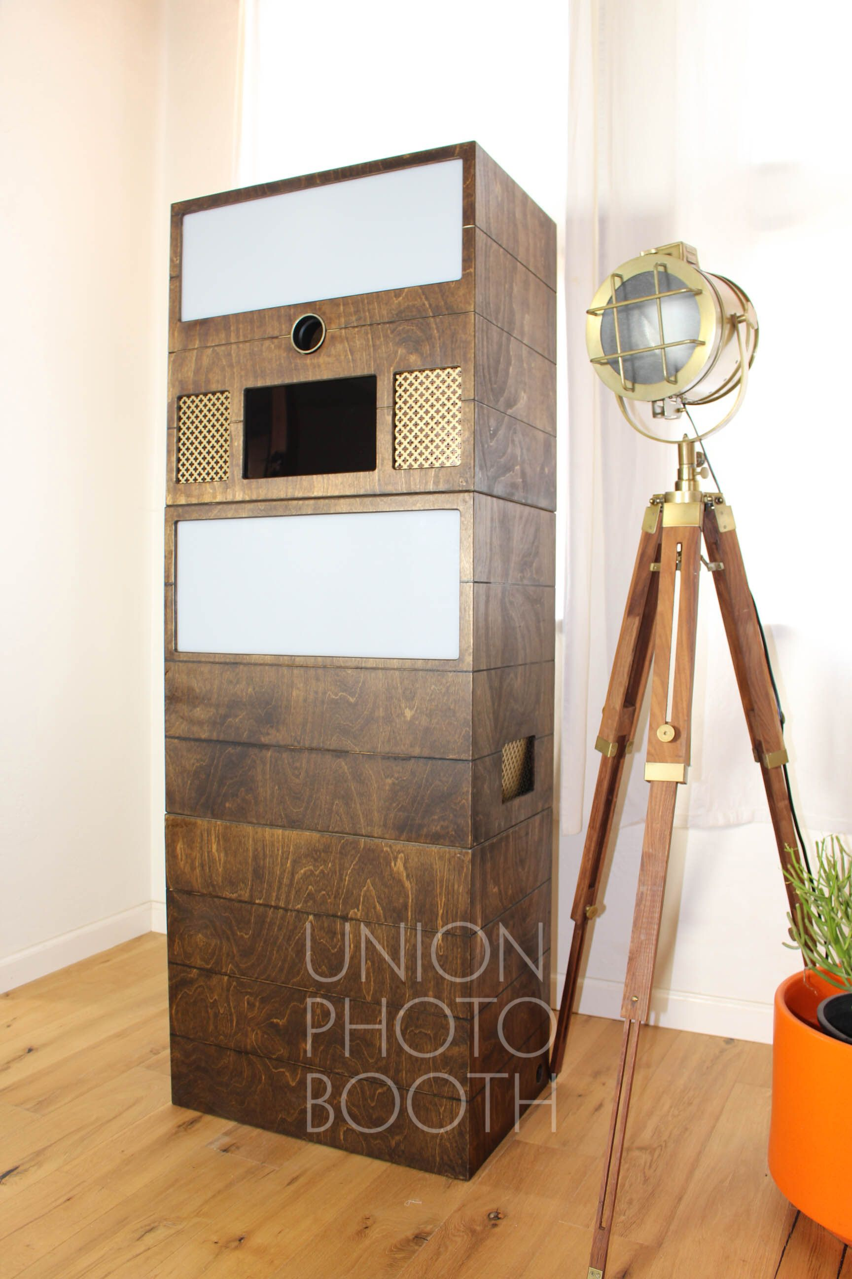 Union Booth Open style booth Vintage style wedding photo