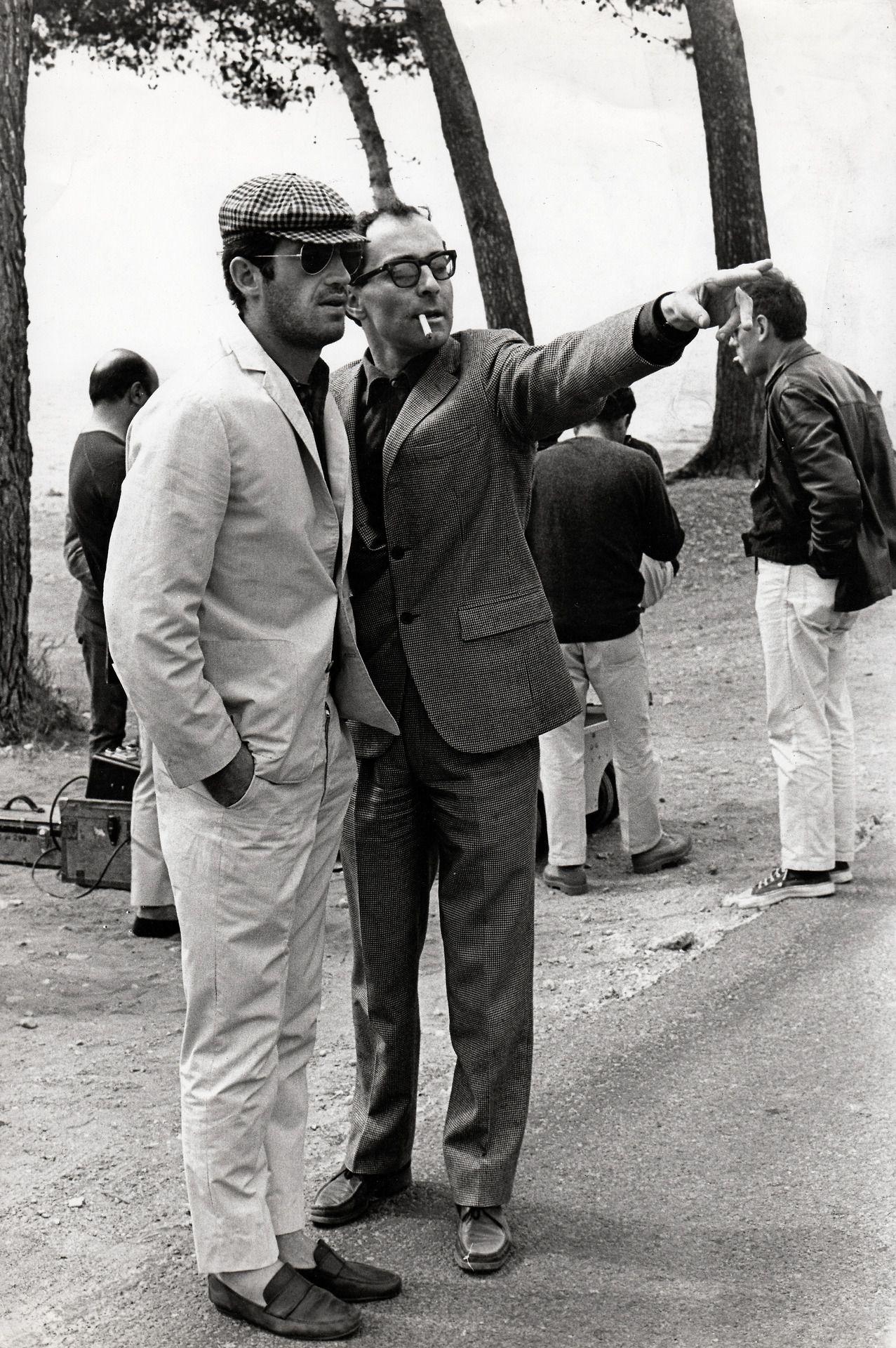 Jean-Luc Godard directing Jean-Paul Belmondo in Pierrot le fou, 1965   Jean  luc godard, Film inspiration, Movie director