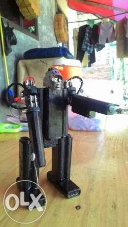 188824081 4 644x461 Robot Dari Korek Gas Miniatur Hobi Olahraga Jpg 260 461 Kreatif Hobi Korek