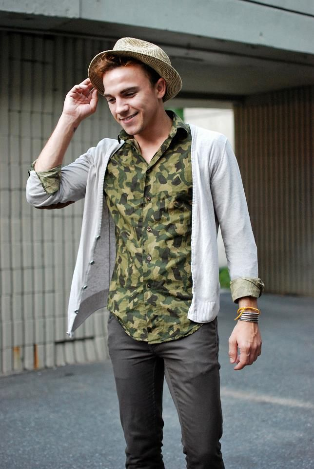 Camo'd. - unisex look for hipster guys and gals - all of it - hat and folded cuffs especially.