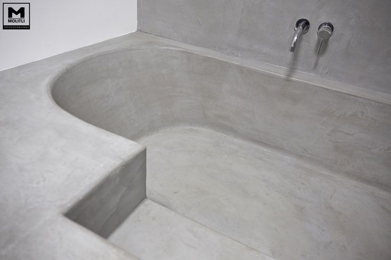 Betonstuc badkamer met verzonken bad | The Gray House | Pinterest ...