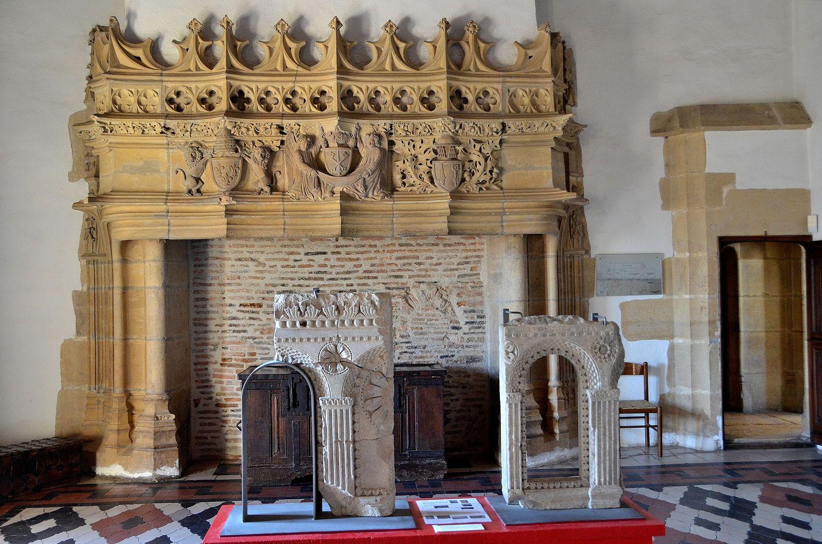 Cluny (Saône-et-Loire) - Abbaye - Palais Jean de Bourbon (Musée Ochier)   Flickr - Photo Sharing!