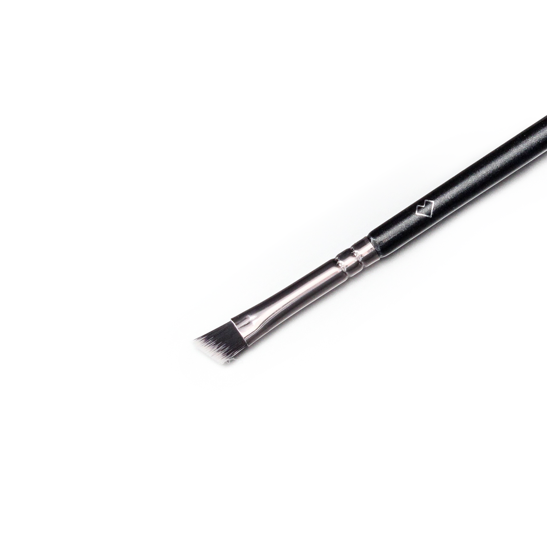 Our angled eyeliner brush has short hairs so a clean
