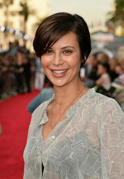 Catherine Bell Short Haircut : catherine, short, haircut, Catherine, Bell,, Fluent, Persian, English,, Motorcycling,, Skiing,, Snowboarding, Short, Styles,, Today