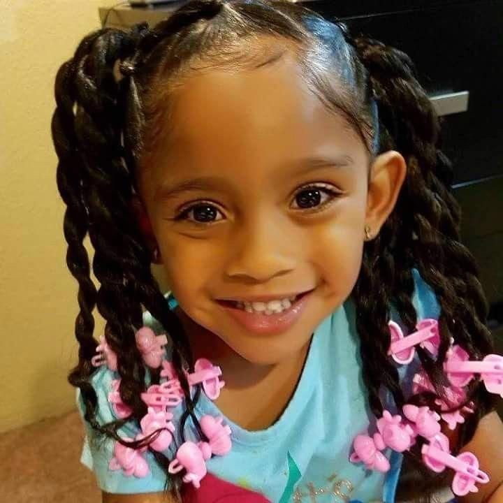 Beautiful little girl with a great smile #cutekidshairstyles | Little girl ponytails, Little ...