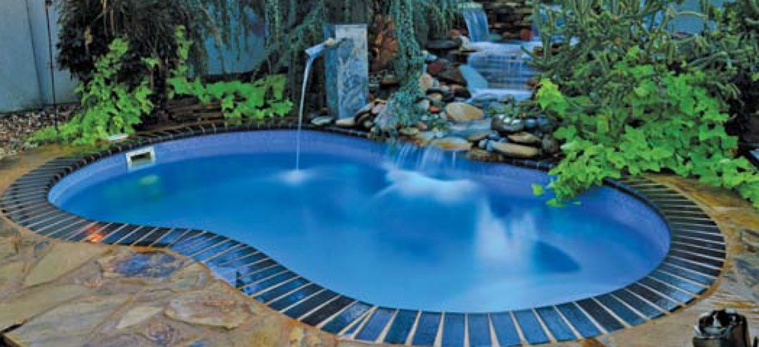 What S The Easiest Type Of Pool To Own And Maintain There Are Pros And Cons To Every Type Of Swimming Pool B Small Pool Design Fiberglass Pools Pool Shapes
