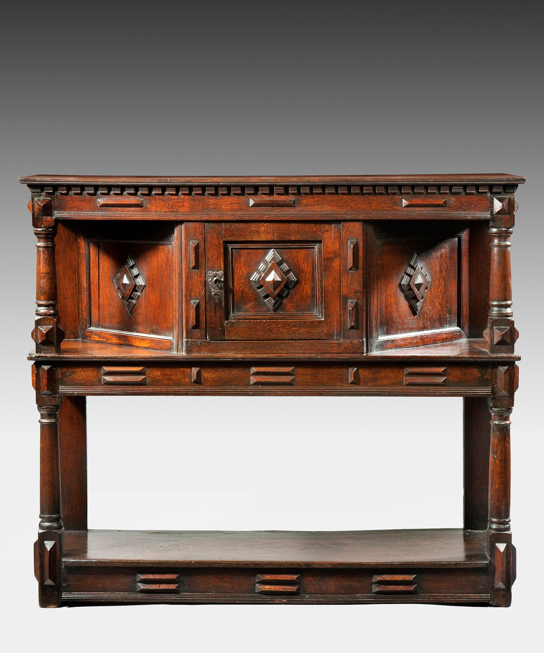 A 17th Century Oak Livery Cupboard With Beautiful Geometric Detailing Meuble Meuble Mobilier