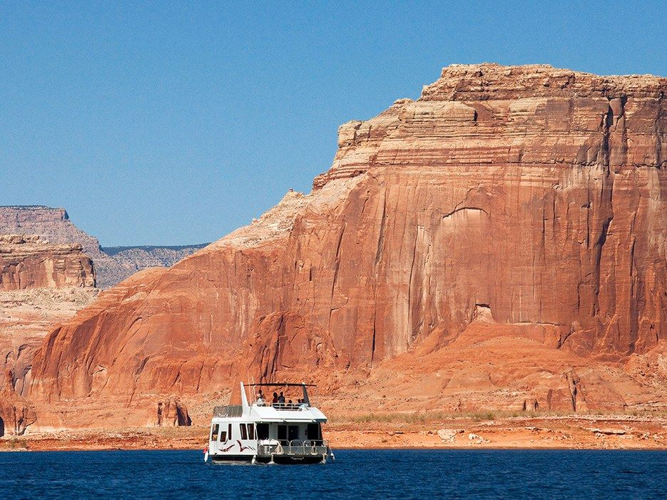 8 awesome houseboat rentals across the us houseboat