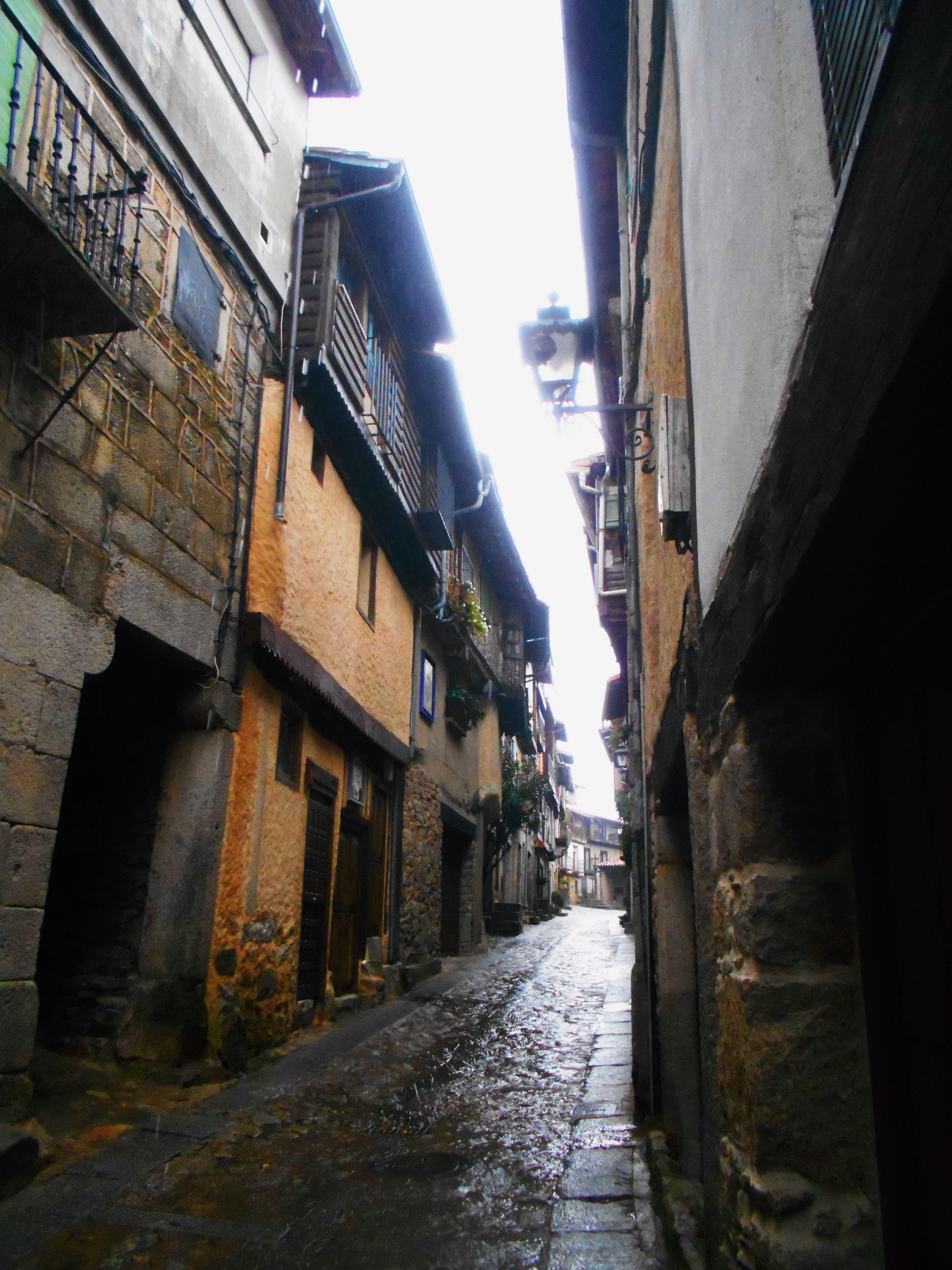Calle Miguel Angel Maillo. Este fue alcalde de Mogarraz entre 1991-98 y hermano de Florencio, el pintor.