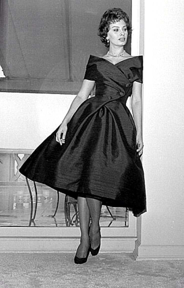 the still fabulous sophia loren wear a dior dress in 1959. Black Bedroom Furniture Sets. Home Design Ideas