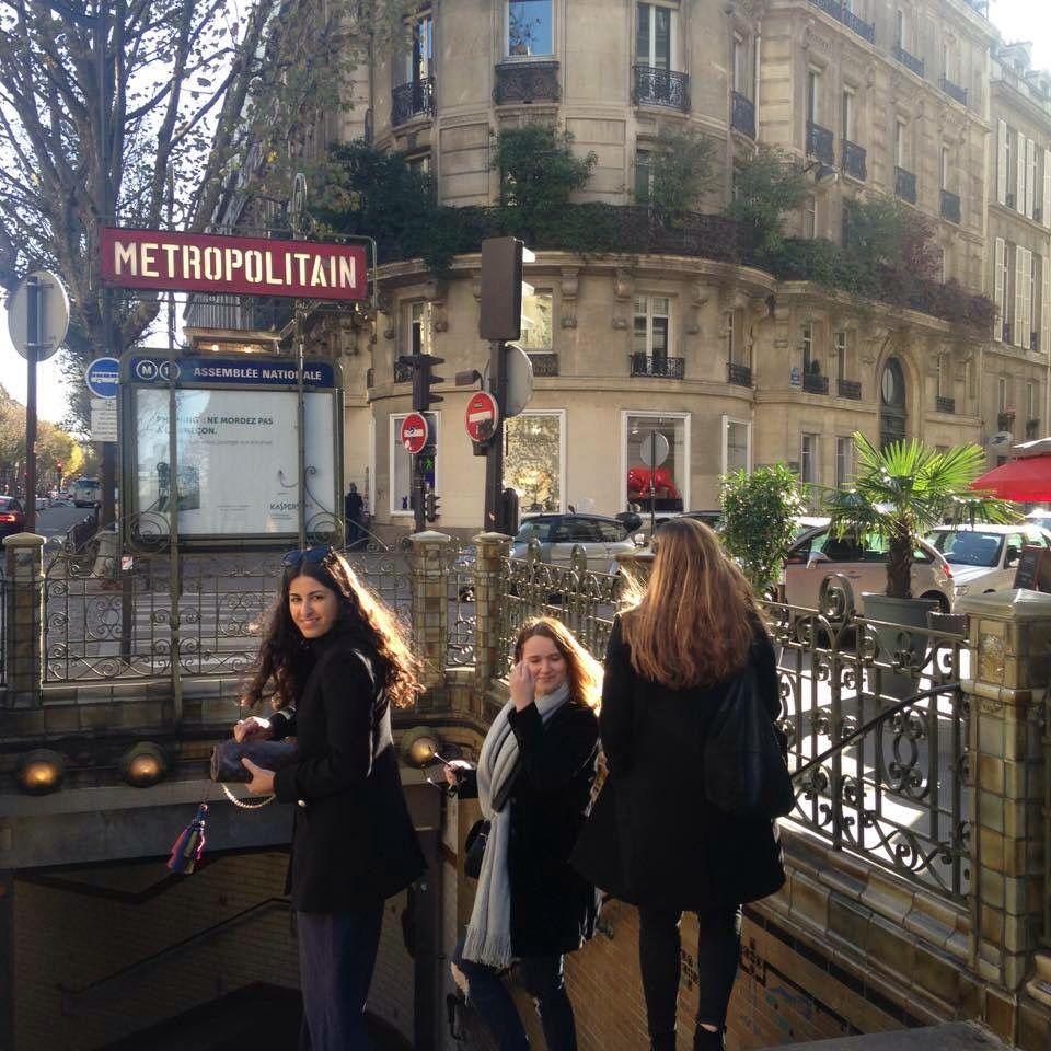Girls in Paris!