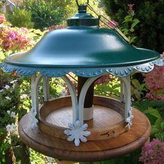 mangeoire oiseaux du jardin ancienne lampe recycl e objet d tourn originale et. Black Bedroom Furniture Sets. Home Design Ideas
