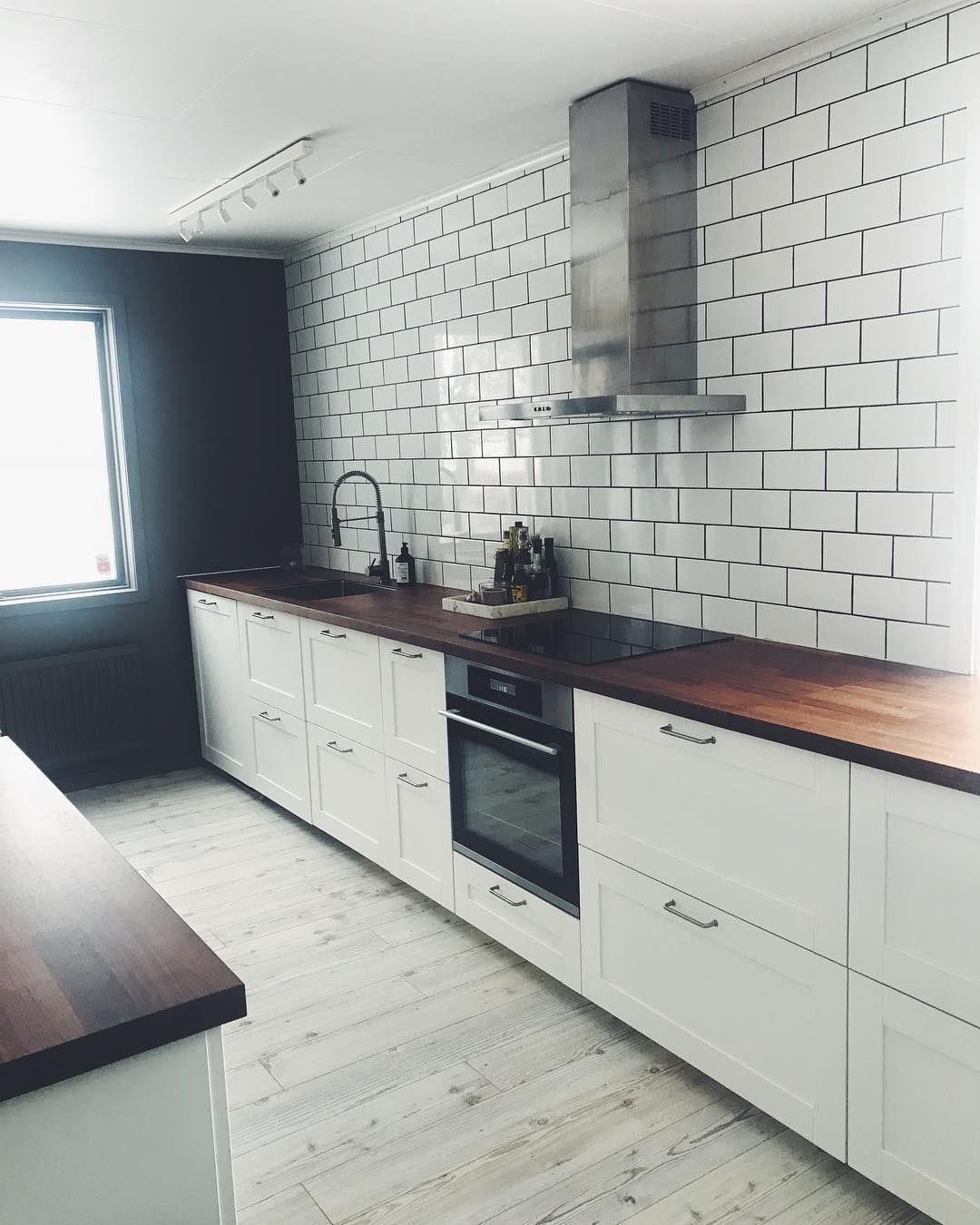 Ett städat kök är ett lyckligt kök 🖤🖤 ikeakök sävedal