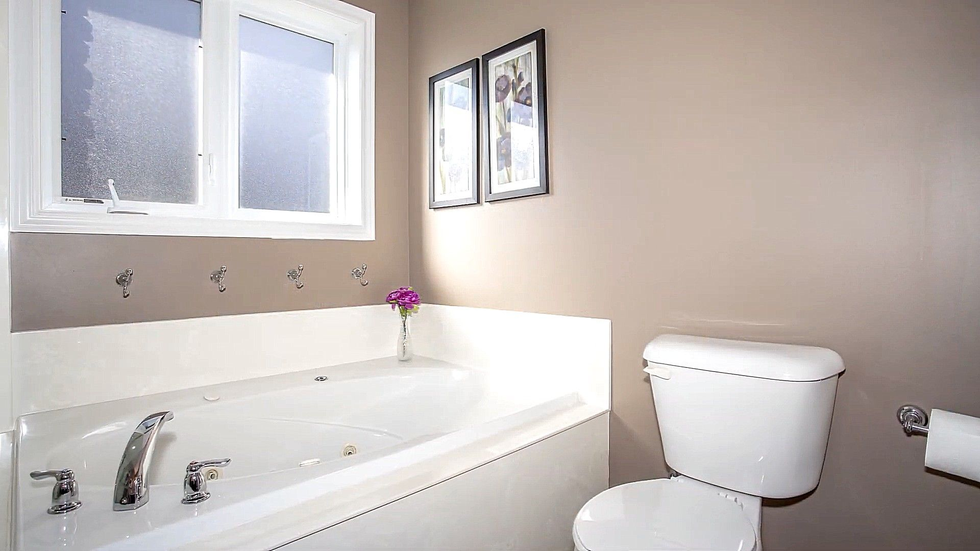 Badewanne Toilette Und Fixture Fenster Weisse Farbe Badezimmer