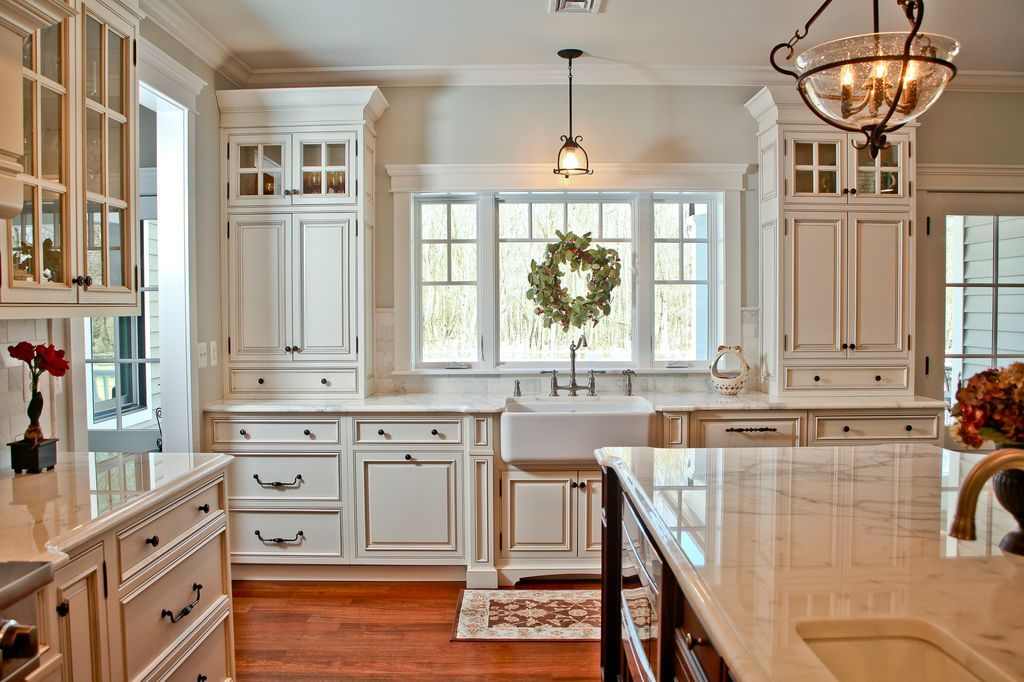 Traditional Kitchen with Simple Marble Tile, Undermount Sink, Crown