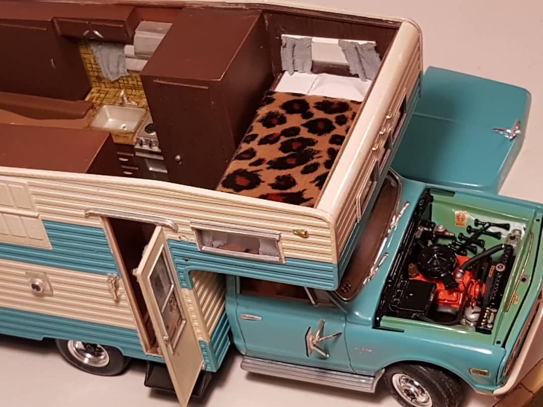 Old 1972 gmc motorhome #modeltruck by #amt with the 327 engine from