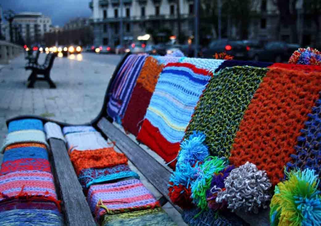Guerrilla knitting, la street art delle casalinghe   Guerrilla ...