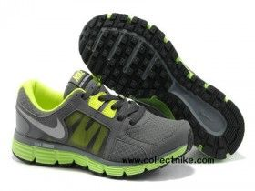 Women's Nike Dual Fusion ST 2. <3 Have these but in pink amazing so comfy.