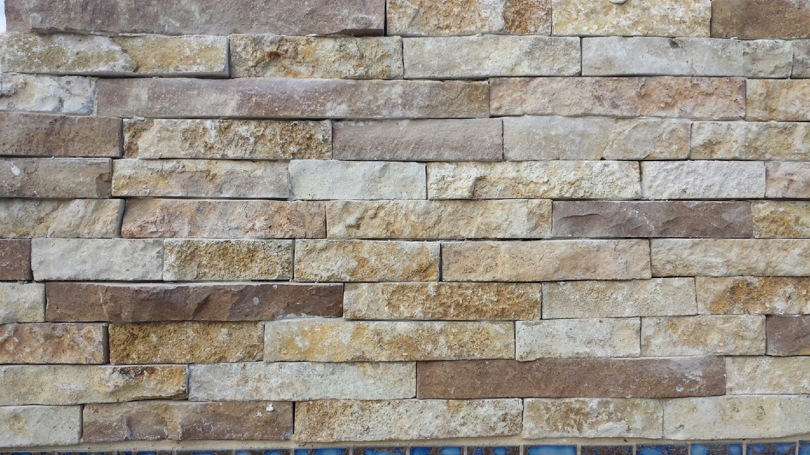 Granbury ledge natural limestone thin veneer metro brick for Brick and stone veneer