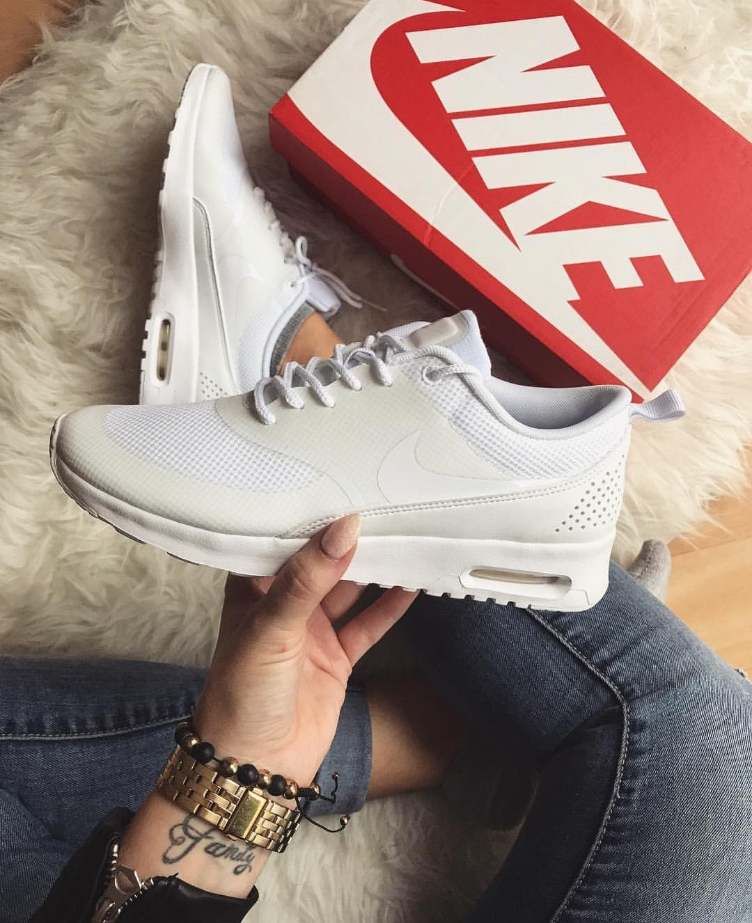 wholesale dealer 84c45 ee0bb Nike Air Max Thea in weiß white    Foto  lucie mat (Instagram)