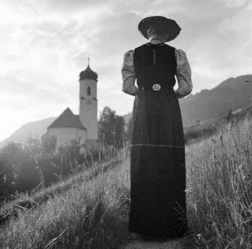 JUPPENWERKSTATT RIEFENSBERG  Die Juppe - eine alte Bregenzerwäldertracht