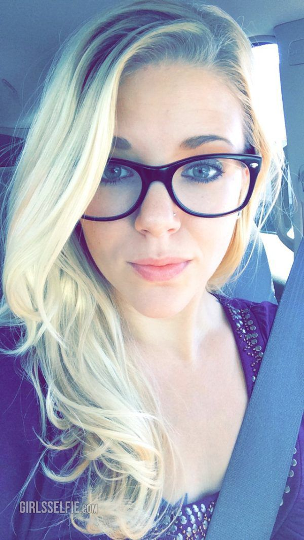 Cute Blonde Girl With Glasses Wooow Girls Pinterest