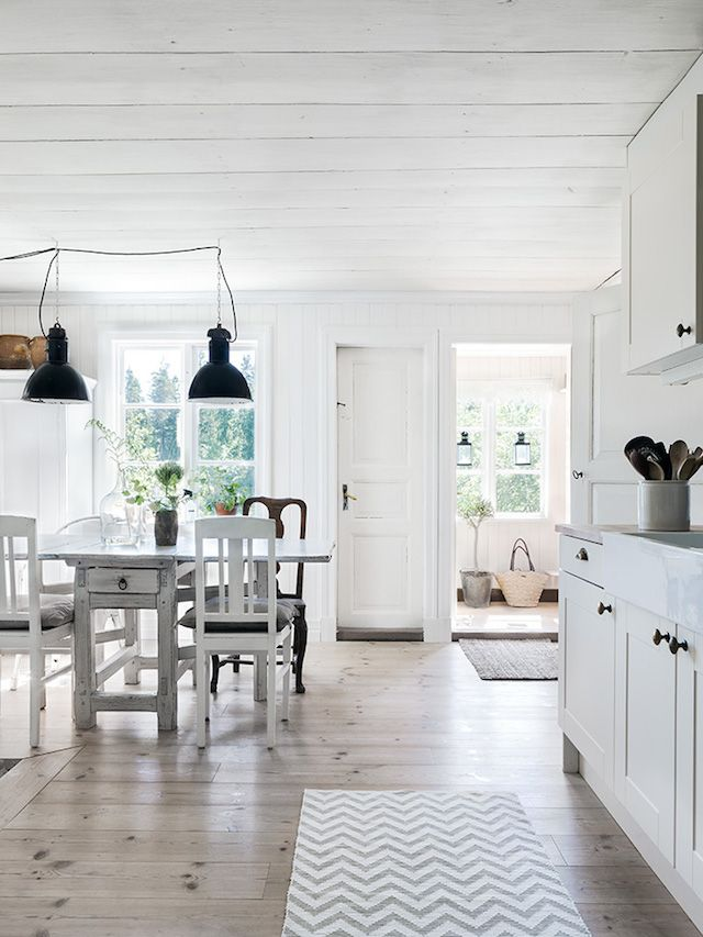 the idyllic swedish summer cottage my scandinavian home interior design pinterest antike. Black Bedroom Furniture Sets. Home Design Ideas