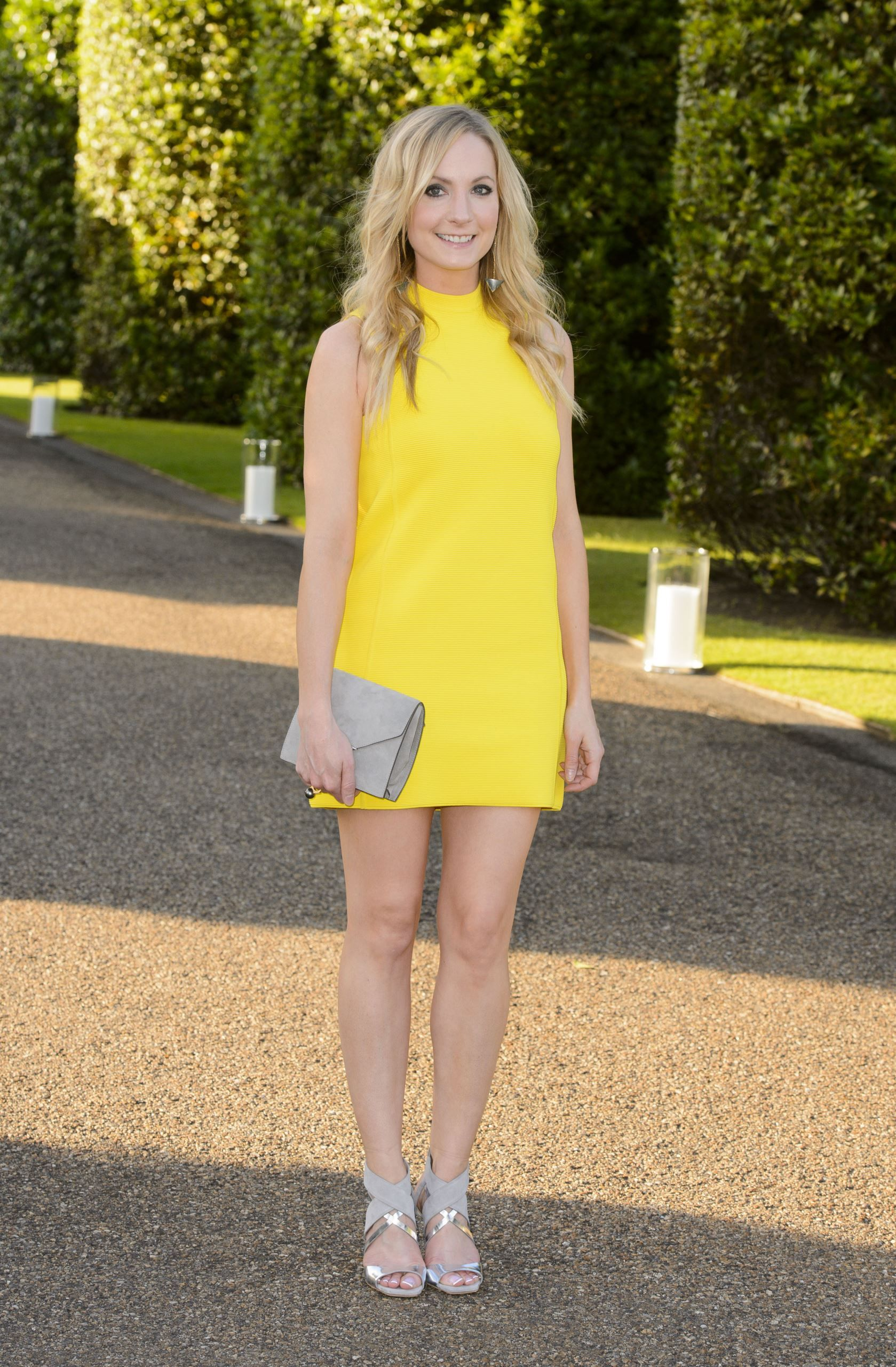 Do silver shoes go with a yellow dress?