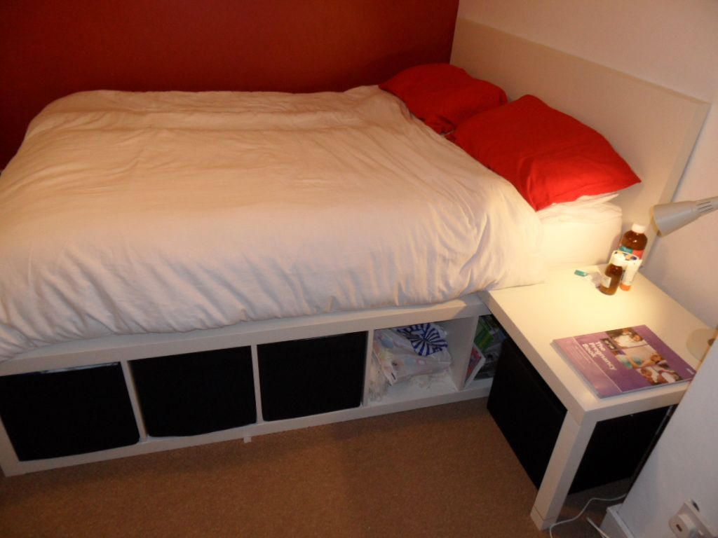 Ikea Hacks Bett Kallax Bed Made From Lack Table And Expedit Self Bett Mit Storage