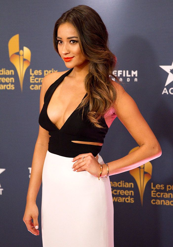 Latest Hollywood, Bollywood, Dollywood Celebrites Images, photos and Pictures: Actor Shay Mitchell on the red carpet at the Canad...