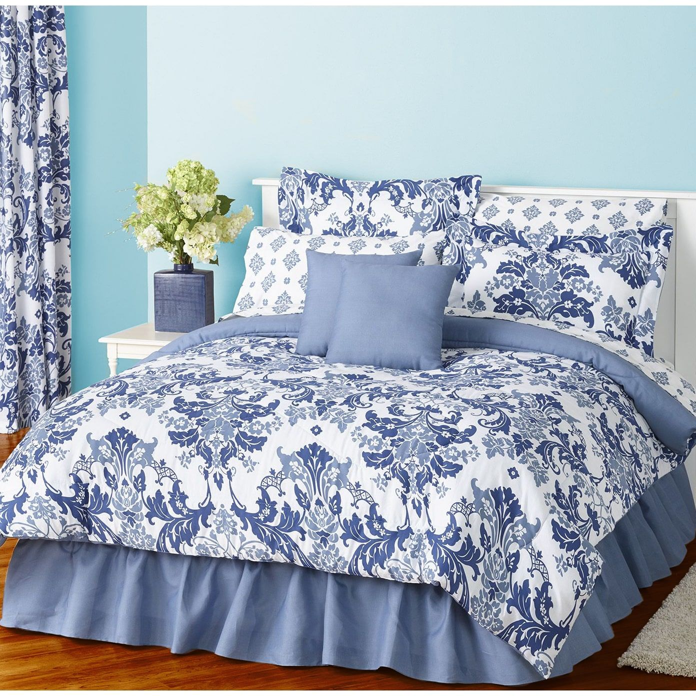 Provence Blue 8 Piece Bed in a Bag forter Set