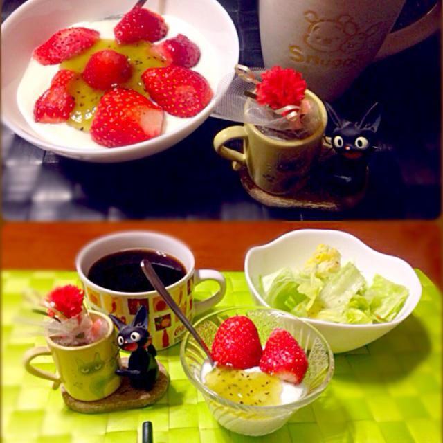 昨日と今日の自宅モーニング - 70件のもぐもぐ - 苺ヨーグルト☕️ by manilalaki