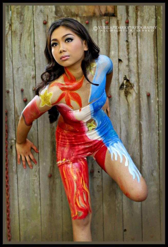 Teen nude body painting