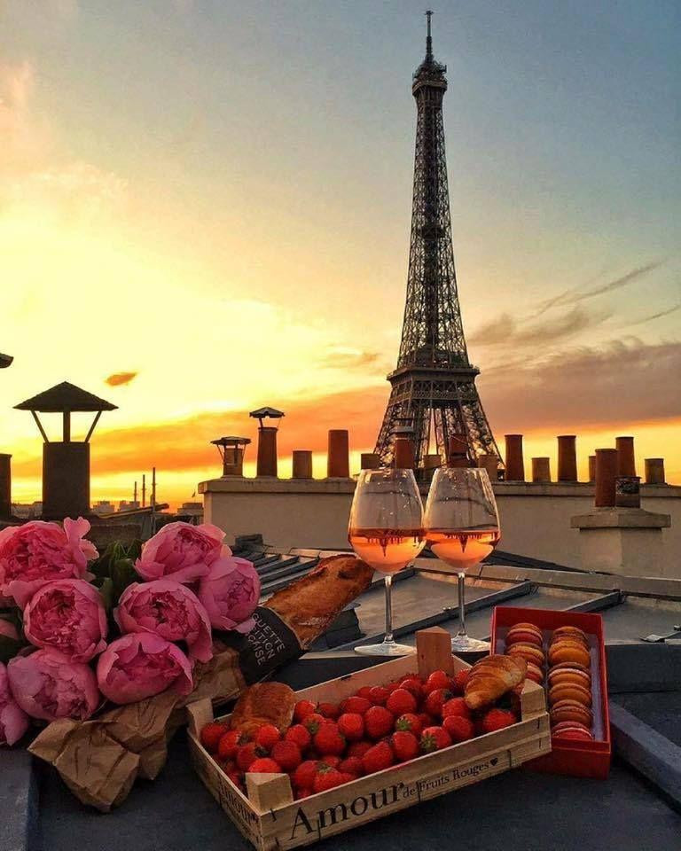 The Amazing View Of Eiffel Tower In Paris Puteshestviya Franciya Romanticheskie Mesta Puteshestvie V Parizh