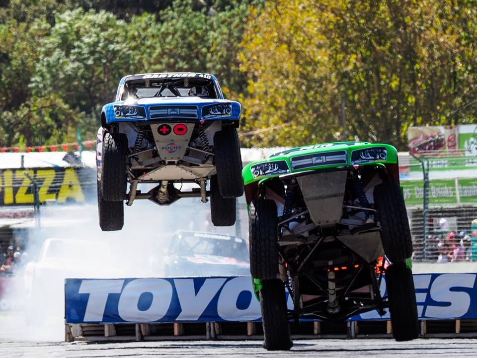 what a race wild finish at stadium super trucks adelaide. Black Bedroom Furniture Sets. Home Design Ideas