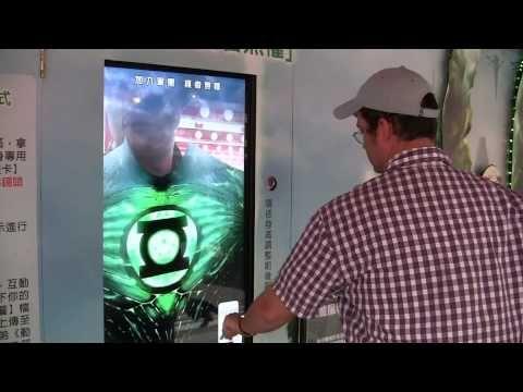 Ce cinéma propose un dispositif qui vous transforme en Green Lantern | Creapills : média et moteur de recherche d'idées créatives