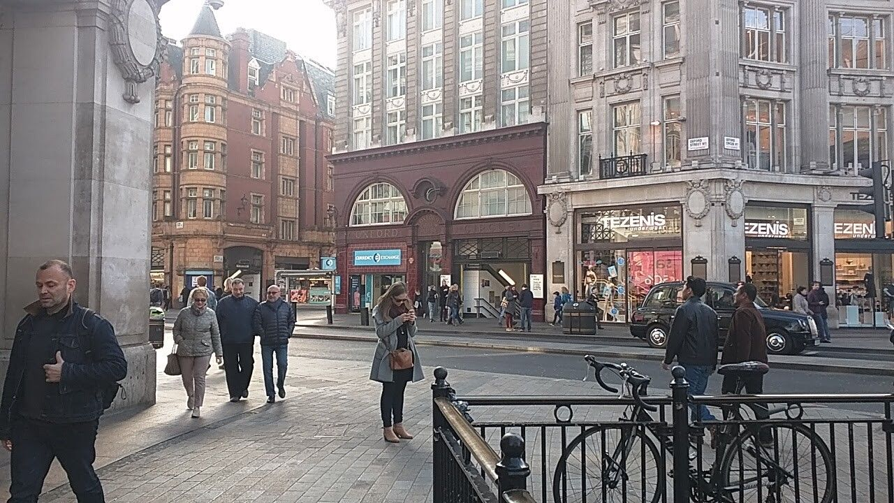 Oxford Circus London on Mothers Day morning! #oxfordcircus #regentsstreet #oxfordstreet #london #mothersday #shopping