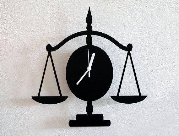 Libra droit silhouette horloge murale par solpixiedust sur etsy