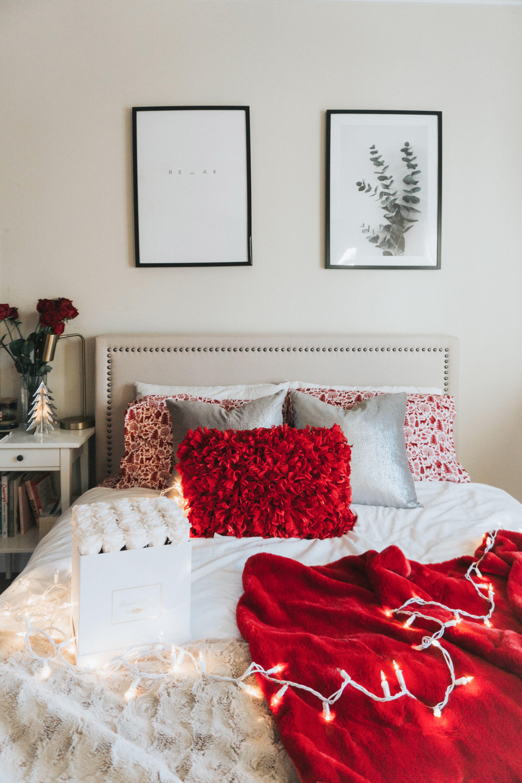 Zinus Upholstered Nailhead Platform Bed Frame in Beige