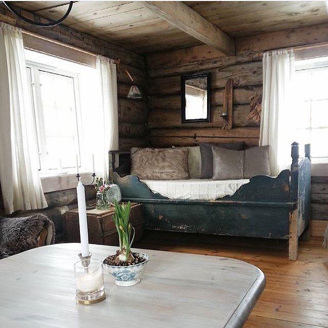 Opprinnelig Snakk om rustikk sjarm på hytta til @monicasyrstad What a charming ME-51